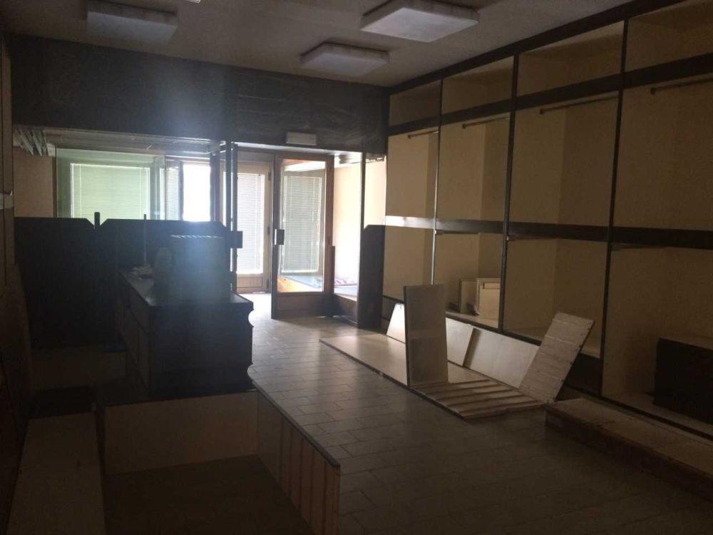 Locale commerciale 2 Vetrine in vendita in via fabio severo a Grado